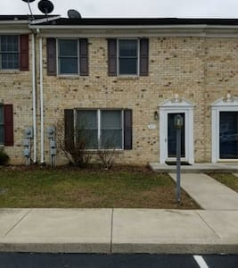 Cozy Townhouse! - Hagerstown - House