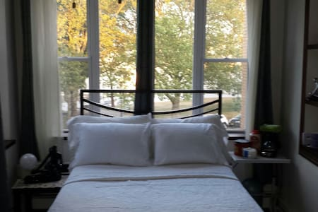 Great room with a perfect view!!! - West New York - Hus