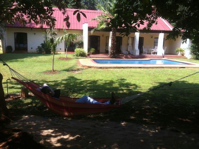 Comfortable  bedroom with Garden view - Bulawayo - Casa