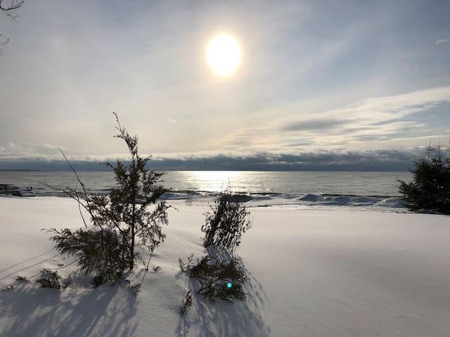 Cozy Winter Getaway on Lake Ontario near PEC