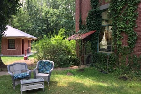 Catawissa cabin at the Pump House Bed & Breakfast