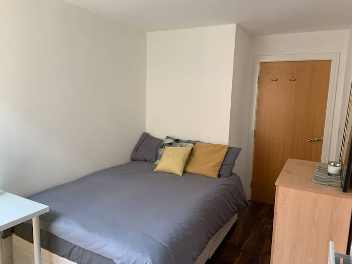 Dbl bed close to Canary Wharf
