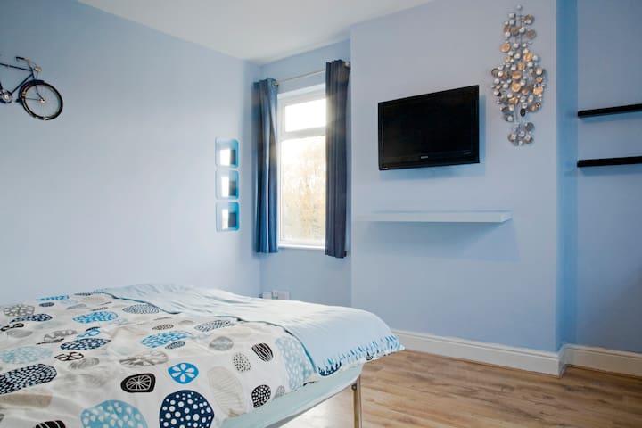 Large twin Bedroom (Saif Room)