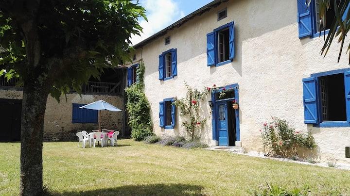 La Villa Bleue - Traditional farmhouse for up to 6