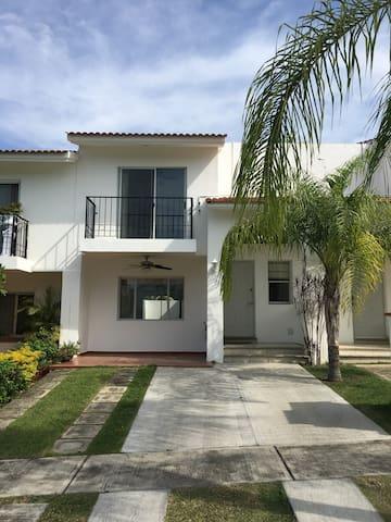 Casa cerca al mar, en Nuevo Vallarta, Nay, Mexico.
