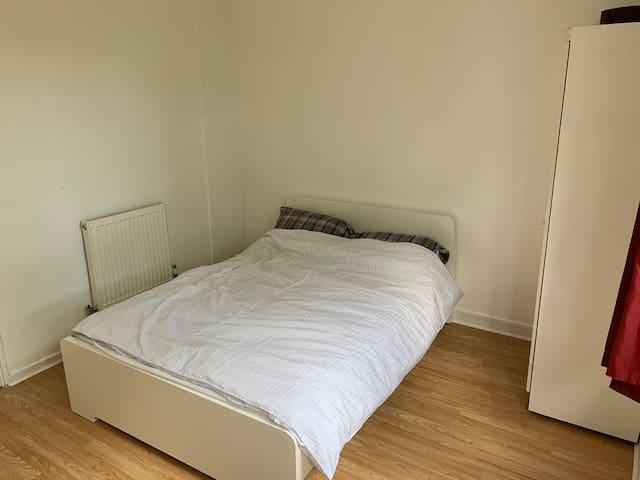 Spacious room close to Camden & Euston