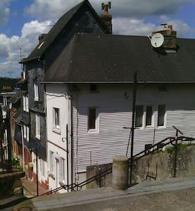 MAISON DANS VILLAGE TYPIQUE - Cormeilles - Hus