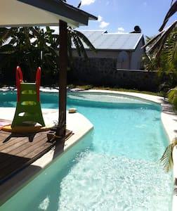 Maison de vacances avec patio et piscine - Le Centre - Ház