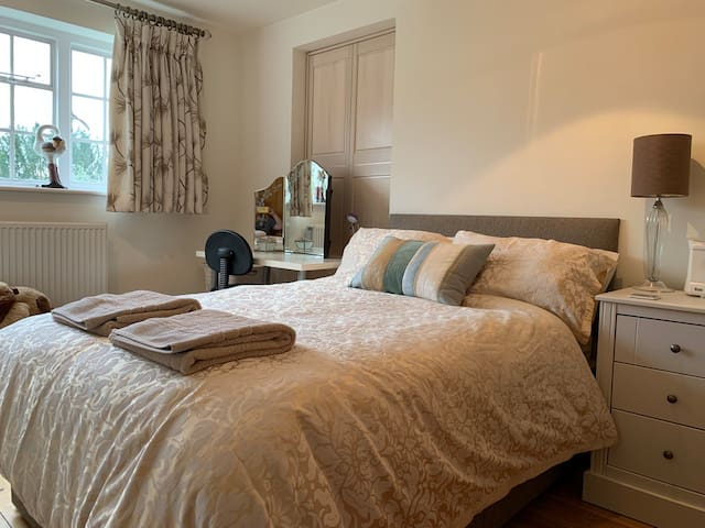 Lovely triple aspect bedroom overlooking garden