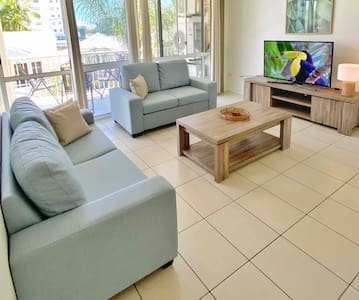 2BR Apt on Palmer St, 2kms from Stadium and CBD.
