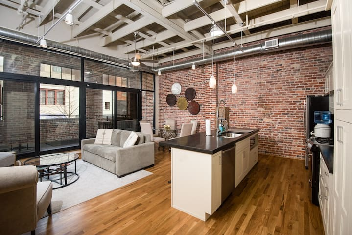 Spacious Downtown Asheville Loft