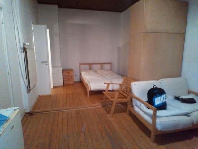 Lovely studio flat with wooden floor