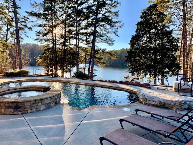 Moose Manor rustic luxury on Lake Lanier