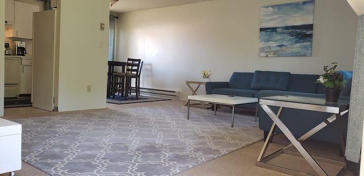 Spacious 1 BR in SW 10 min to downtown Portland