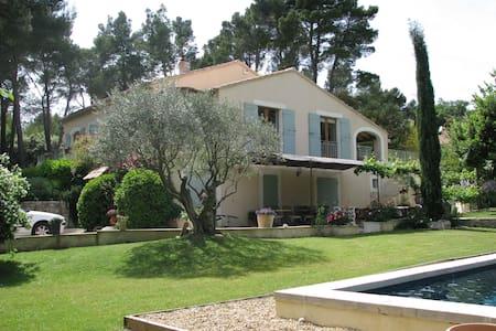 Jolie villa tout confort - piscine - Grambois