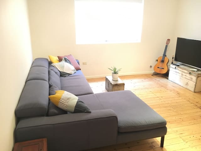 Private double room close to Newtown and CBD - Marrickville - House