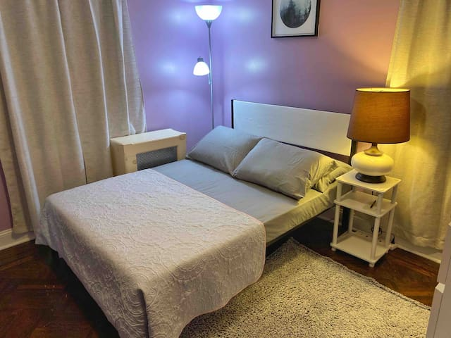 """Purple Haze"" private room close to JFK & LGA"