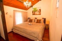 ベッドルーム1(Bedroom)