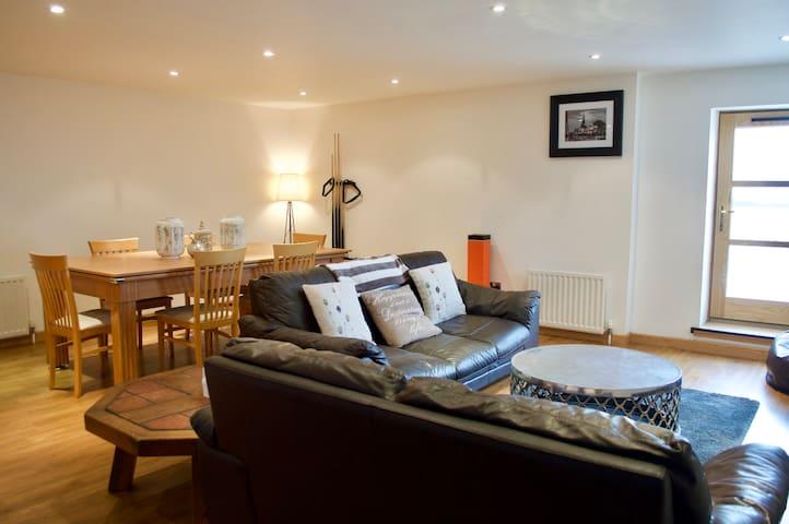 Modern 2 bedroom apt by the Royal Yaht Britannia! - Edimburgo - Apartamento