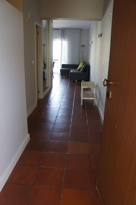 Vista á entrada do apartamento.