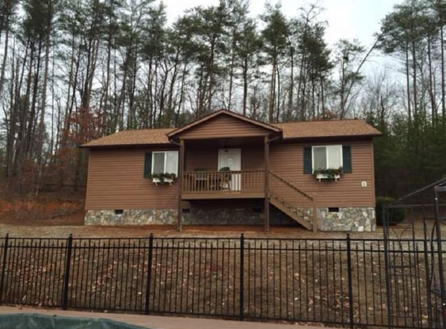 2 bdrm/2 bth PRIVATE COTTAGE mtn view - Mill Spring - Cabaña