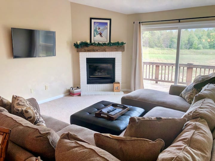 SC15: Beautiful Mountain Views! Renovated Bretton Woods Resort condo  with easy access to Mt Washington, Skiing, Conway, and the white mountains! PROFESSIONALLY CLEANED!
