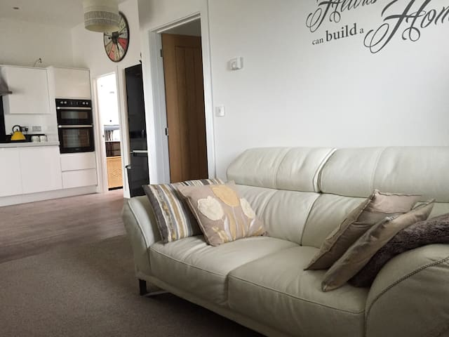 Open Plan One Bed Apartment, Par, Cornwall - Par - Apartment
