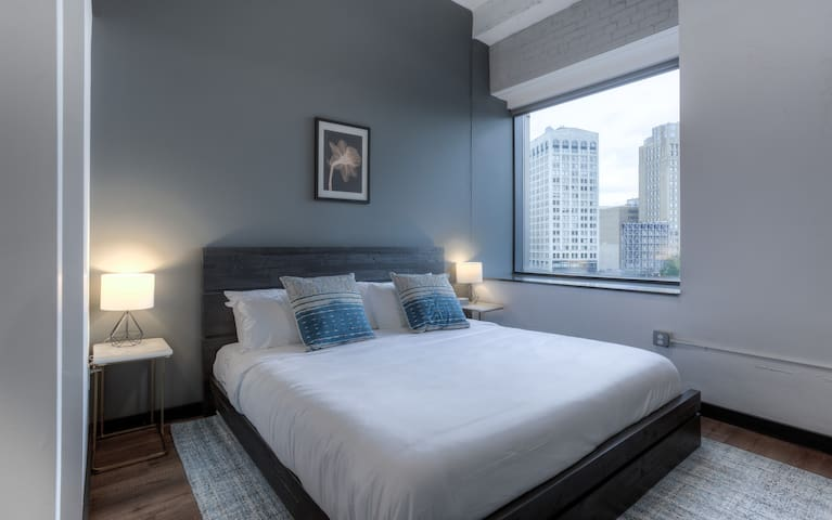 2 Bedroom Condo in Downtown Motor City by Mint House