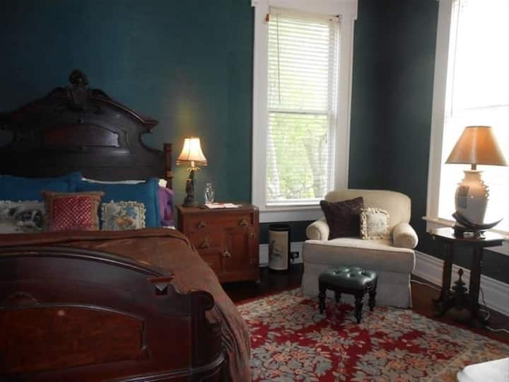 Belle Oaks Inn - Teal Room