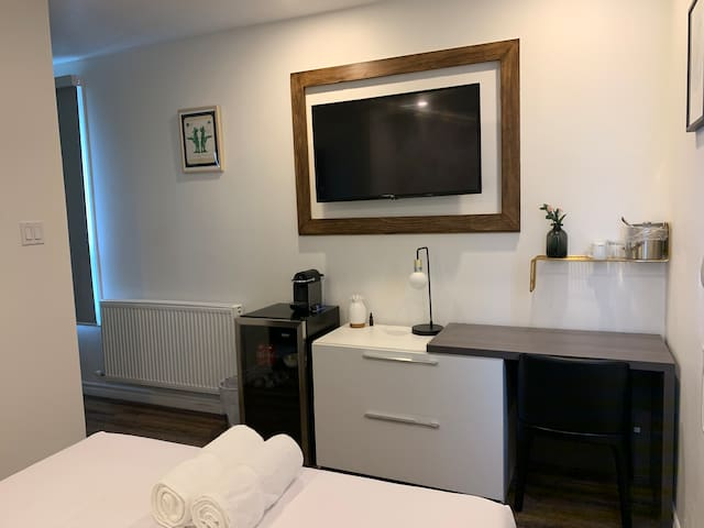 Private hotel room-No Cleaning fee! Free breakfast