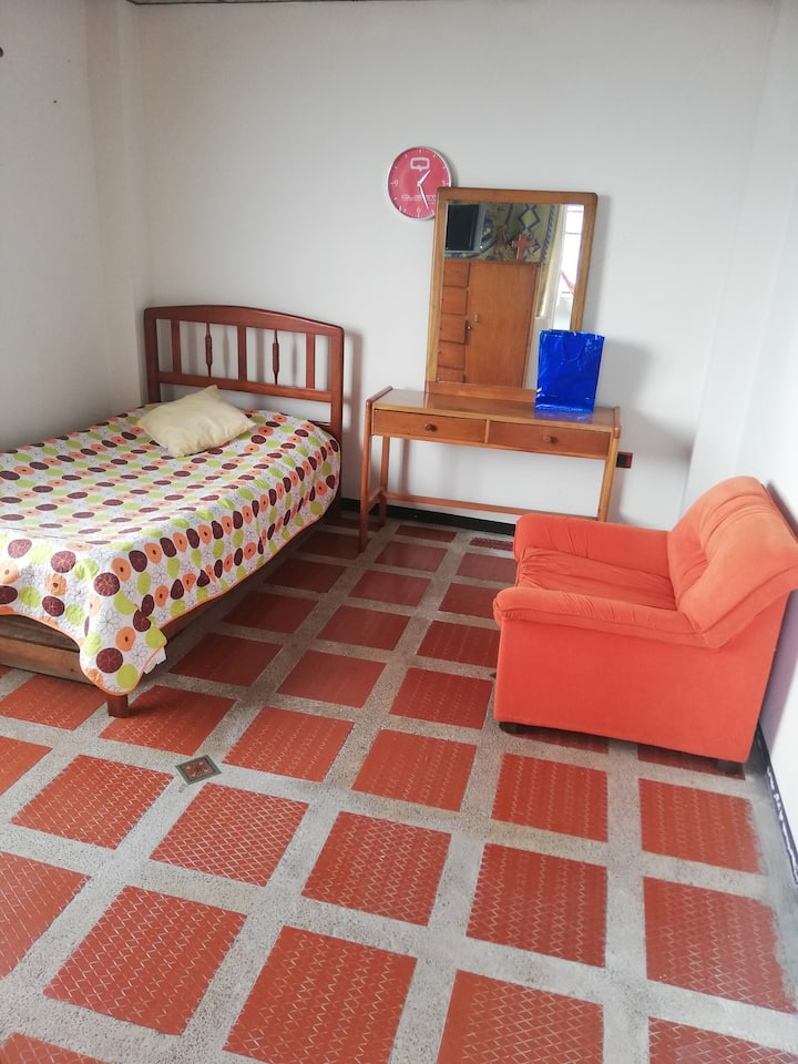 Habitación amoblada para una o dos personas