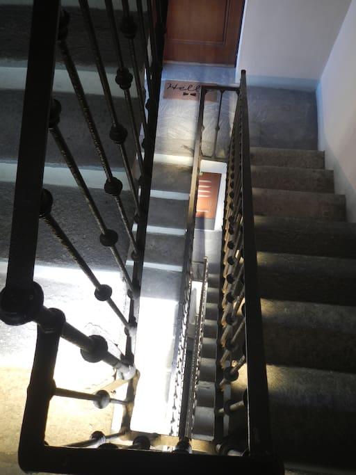 gli appartamenti si trovano al secondo piano