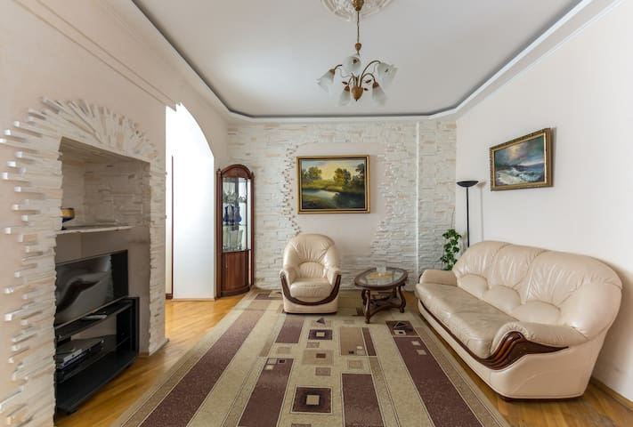 Lovely Apartment on Kreschatyk Street ID 238