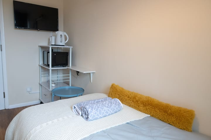 Comfy  Room in Reading