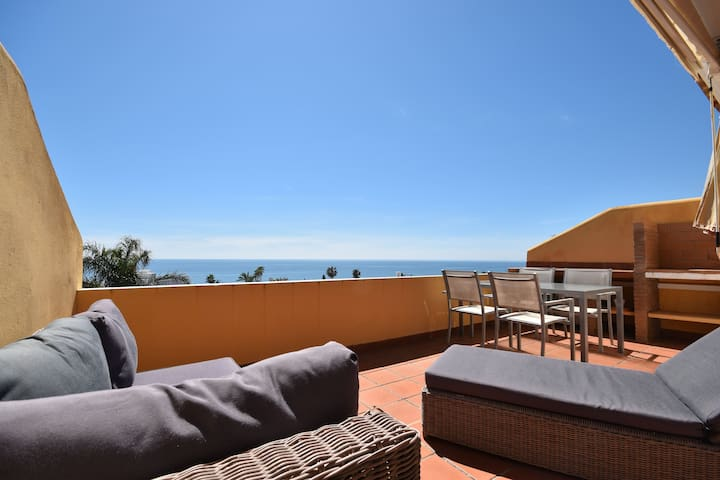 Modern beachside Penthouse with amazing sea views in Costabella, Marbella