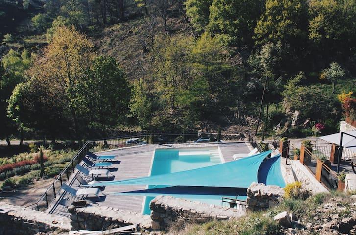 Vue globale de la piscine