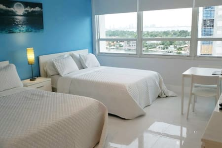 BEACHFRONT CONDO-HOTEL bayview with free parking