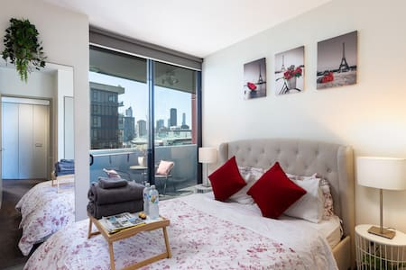 Enjoy Harbour Views from a Stylish Waterfront Flat