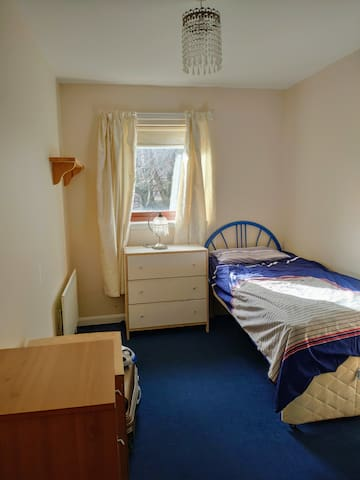 Cosy room 20 mins from Glasgow university