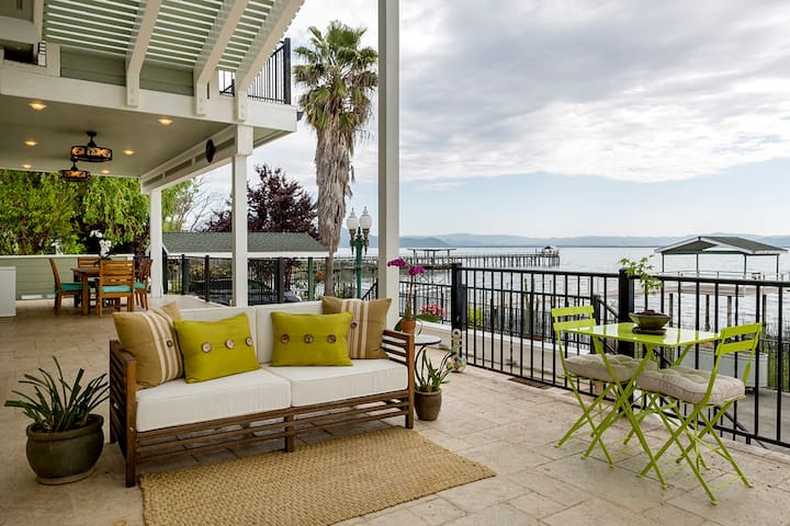 Walnut Room ~ Stunning views on a waterfront deck!