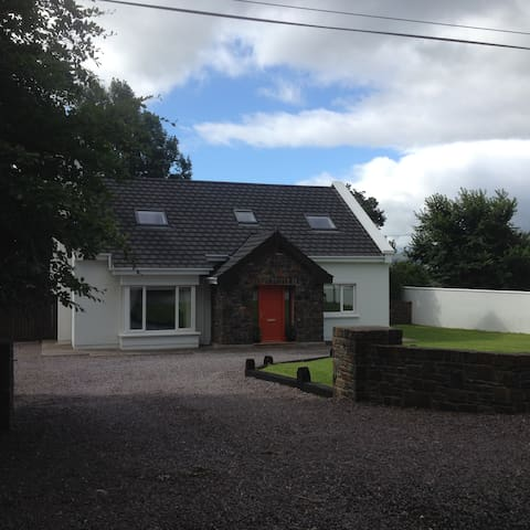 Large Modern Country Home with gardens & WiFi - Tralee - Ev