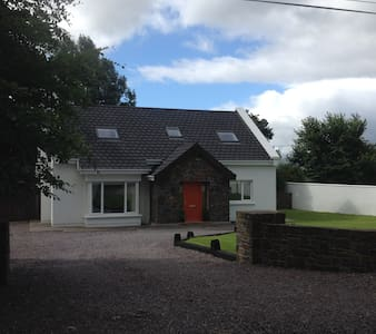Large Modern Country Home with gardens & WiFi - Tralee - Talo