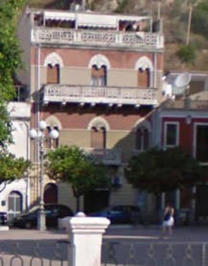 Piazza Centrale a Giardini Naxos