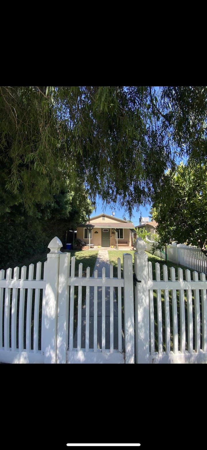 Peaceful cottage in the heart of Burbank