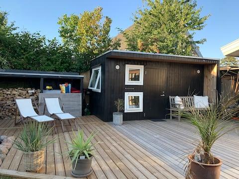 Mažesni svečių namai netoli Kopenhagos miesto ir  oro uosto