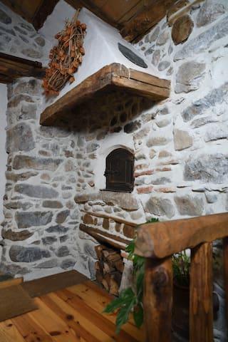 L'entrée, vue du coin cuisine
