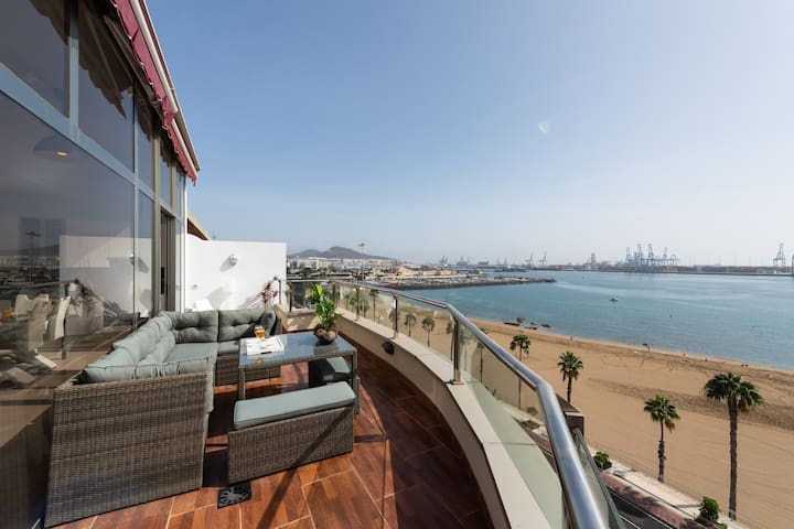 PENTHOUSE ON THE BEACH  - free parking!