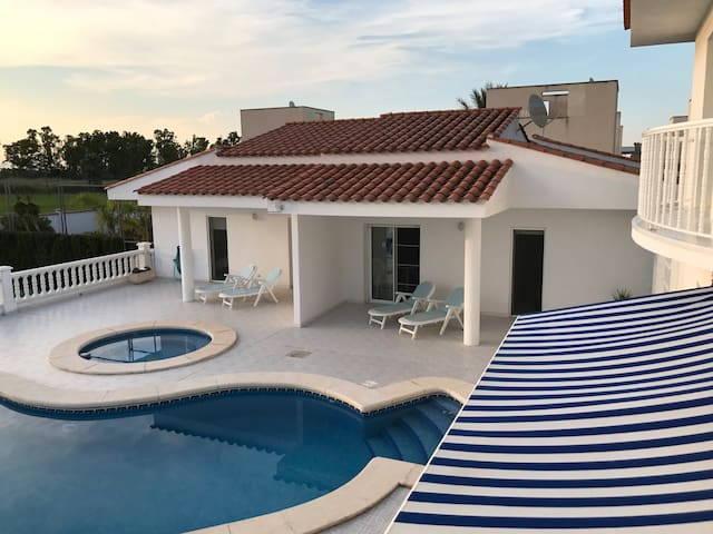 Apartment with swimming pool, tennis court&garden
