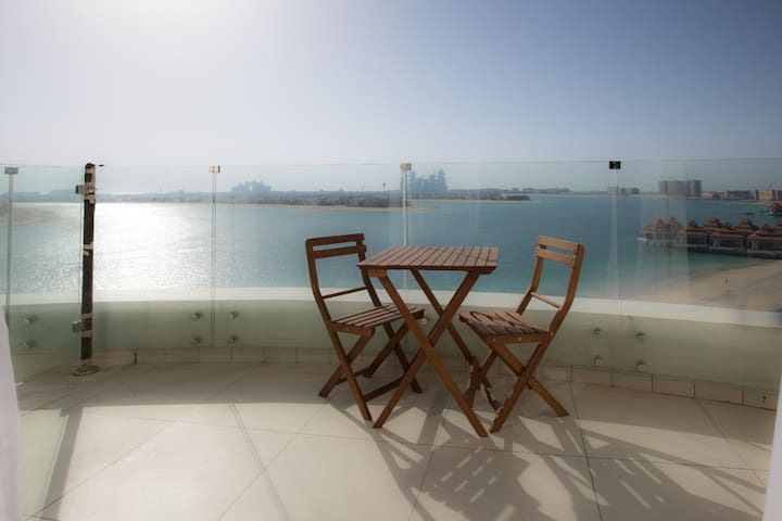 Palm Jumeirah, cozy beachfront apartment