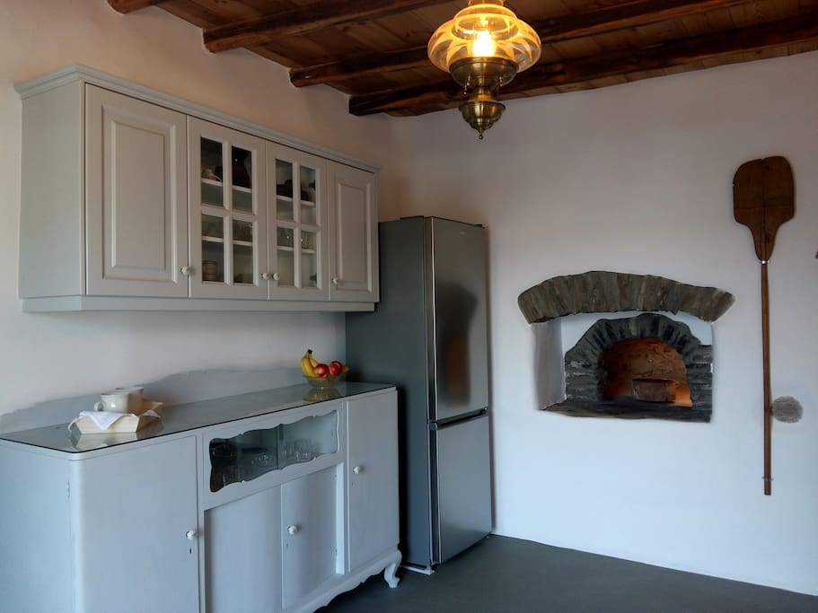 House #1 - Kitchen with decorative traditional oven
